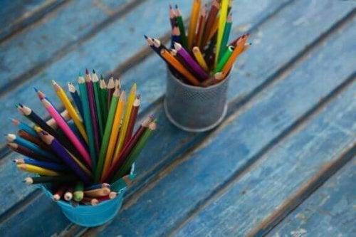 Maak je eigen pennenbakje met deze originele ideeën