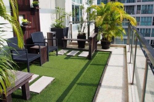 Een groen balkon
