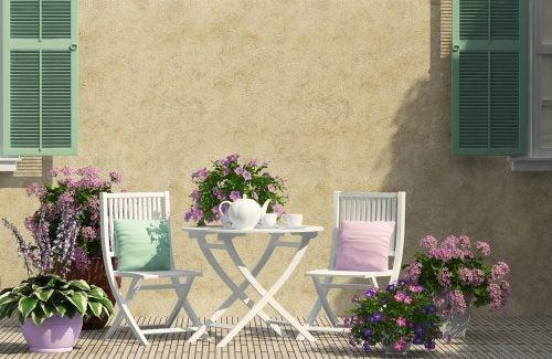 Hoe kun je het beste je mini-terras inrichten?