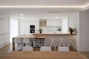 Hoe kun je je woonkamer van de eetkamer en keuken scheiden