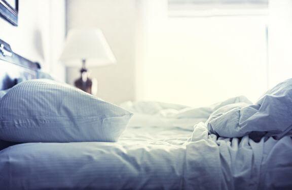 Bed is niet netjes opgemaakt