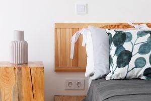 Bed met hout
