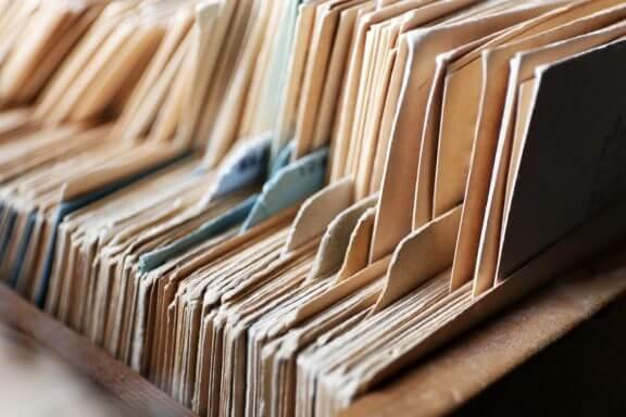 Het organiseren van documenten kan helpen om orde in chaos te scheppen