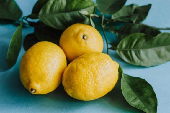 Drie losse citroenen