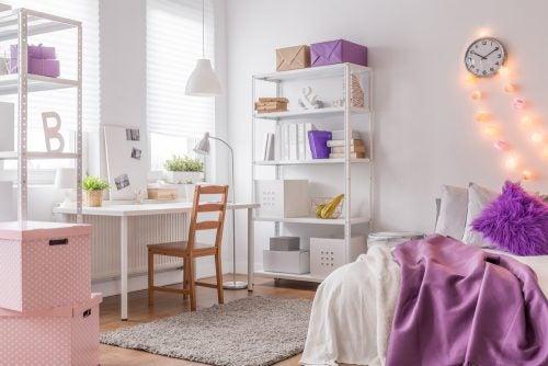 Slaapkamers van tieners in paars en wit