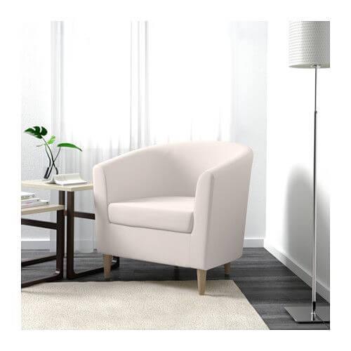 Een van de fauteuils van Ikea