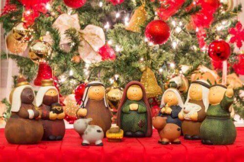 Een kerststal maken van gerecyclede producten