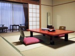 Laag meubilair is kenmerkend voor een oosterse inrichting