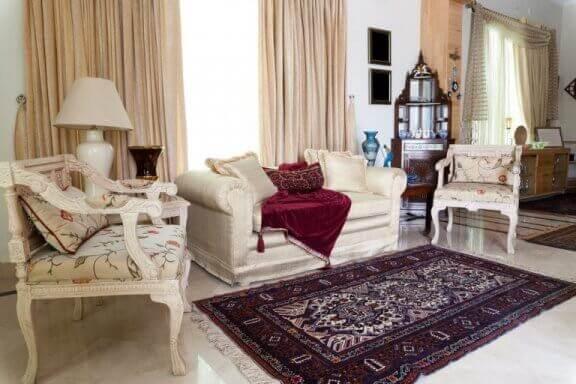 Woonkamer met een oosters tapijt