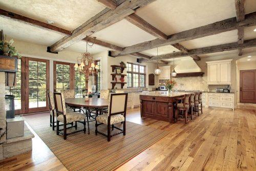 Koloniale interieurs met hout