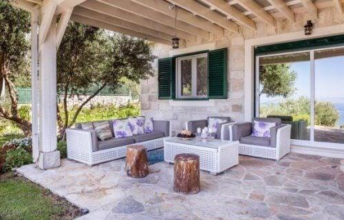 Een rustieke houten veranda creëren