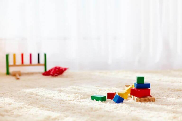 Hoogpolig kleed met speelgoed