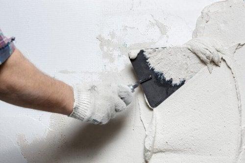 Het behandelen van muren en oude plafonds