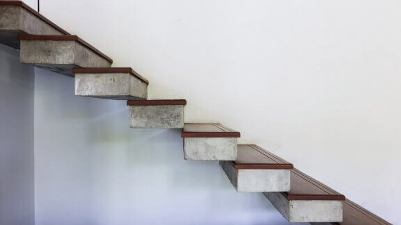 Zwevende trappen van beton