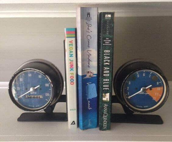 Boekensteun van snelheidsmeters