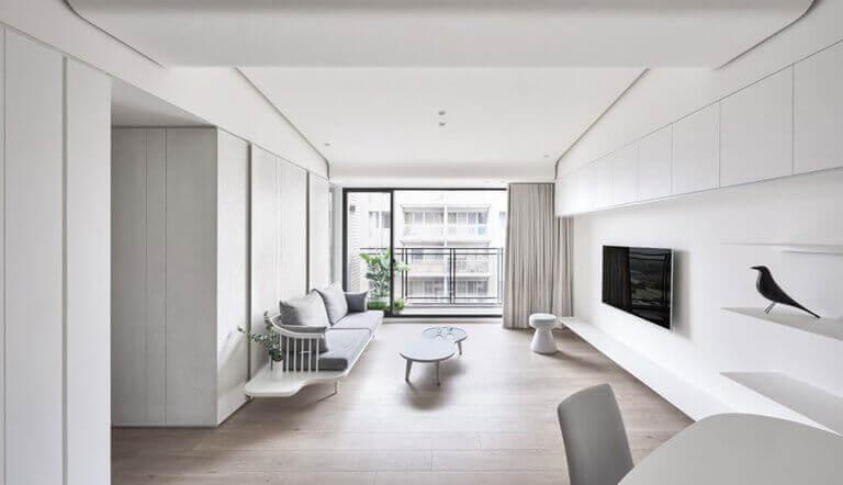 Grote kamer met minimalisme ingericht