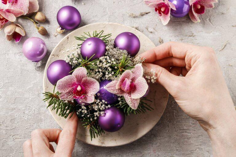 Maak originele bloemenvazen met servies