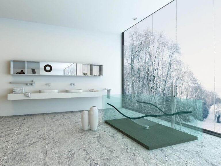 Badkamer met plafondhoge ramen