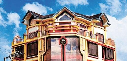 Cholets: weelderige Neo-Andeaanse architectuur
