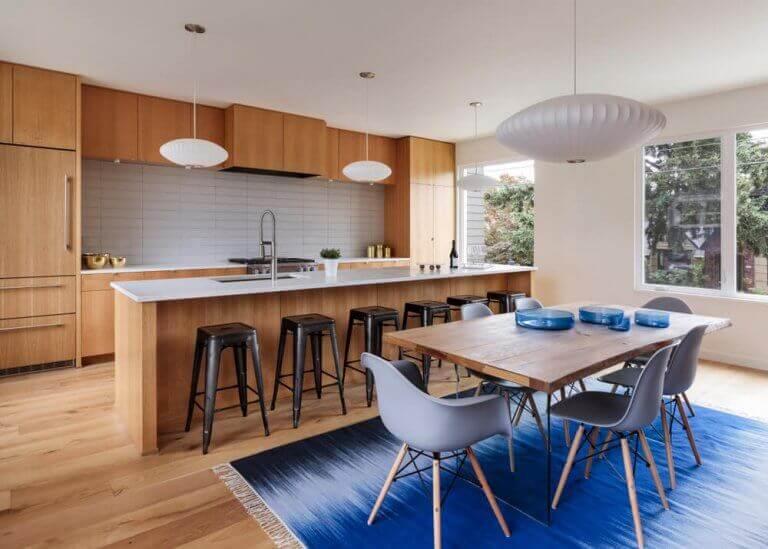 Keuken met hout en blauw