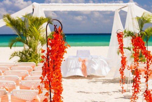 Huwelijksaltaar op het strand