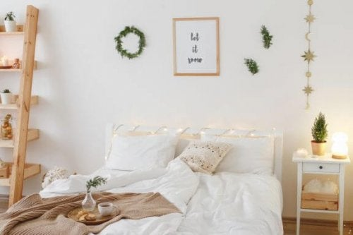 Een kleine slaapkamer, maar toch praktisch en gezellig