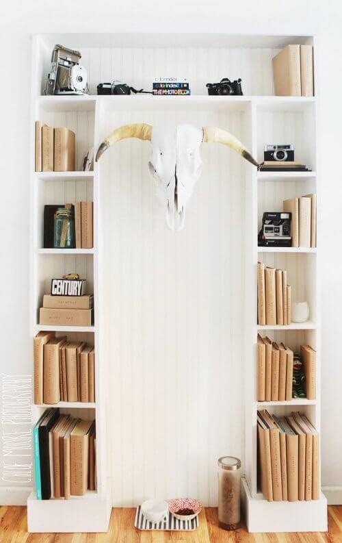 Oude boeken kaften geeft een leuk tintje aan je boekenkast