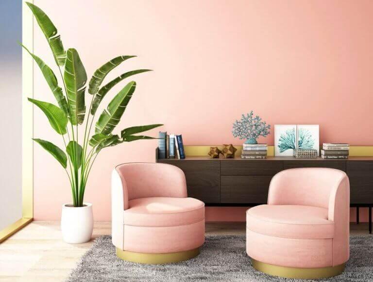 Woonkamer met roze inrichting