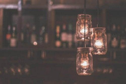 Gebruik keukenartikelen om lampenkappen te maken