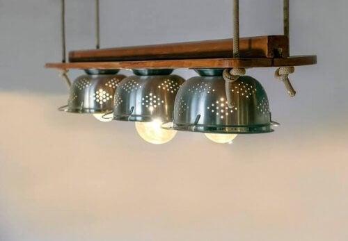 Vergieten gebruiken om lampenkappen te maken