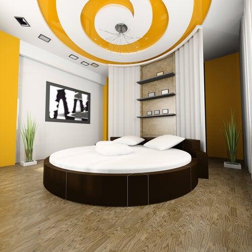 Slaapkamer met zwart en geel
