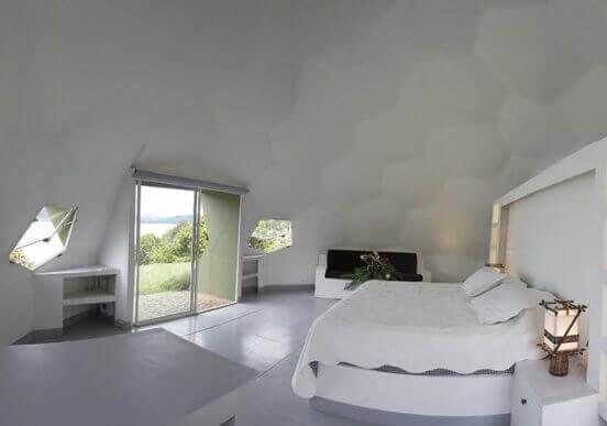 Slaapkamer met zeshoekige panelen
