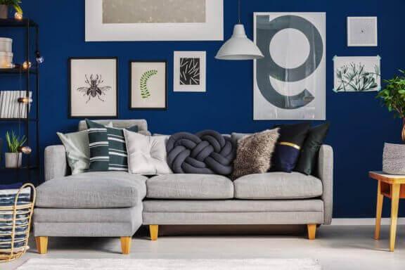 Woonkamer met blauw en grijs