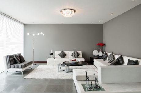 Een woonkamer schilderen in grijstinten voor elegantie