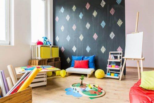 Ruime slaapkamer van een kind