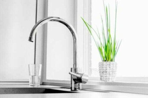2 kranen die water filteren en mineraliseren