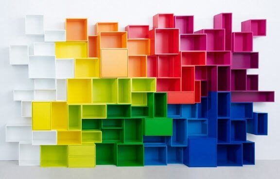 Gekleurde opbergrekken