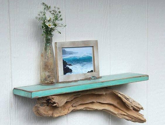 Plank met een fotolijstje