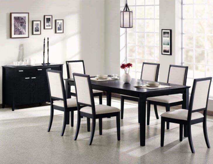 Eetkamer met zwarte meubels