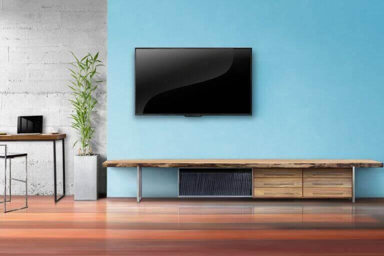 Muur met meubel en televisie