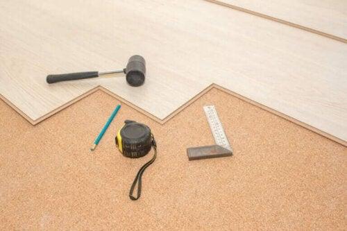 Wat is praktischer: een houten vloer of tapijt?