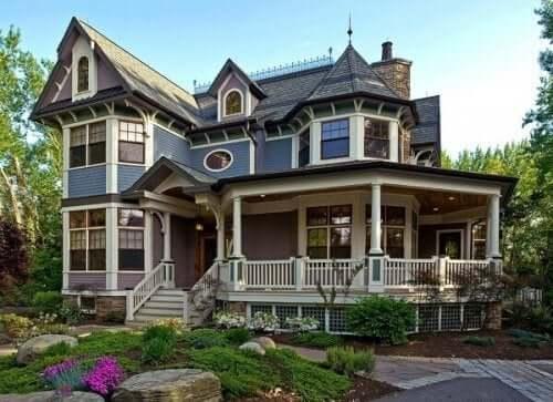 Koloniaal huis met veranda
