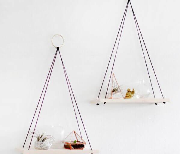 Hangende planken aan touw
