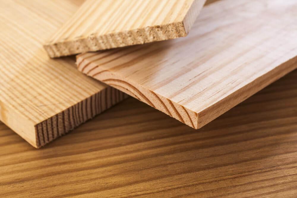 Houten planken als wandbekleding