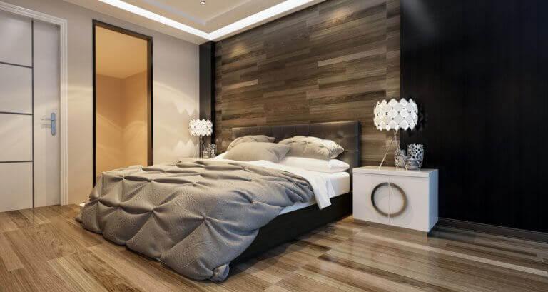 Slaapkamer met wand van hout