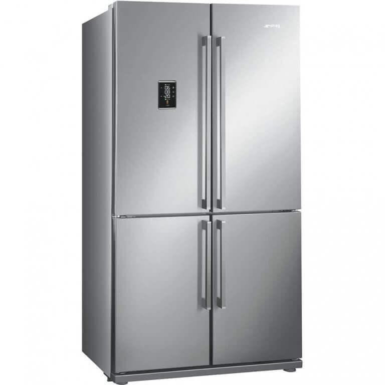 Grote zilverkleurige koelkast