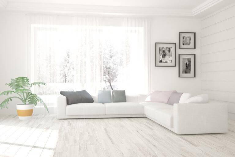 Compleet witte woonkamer
