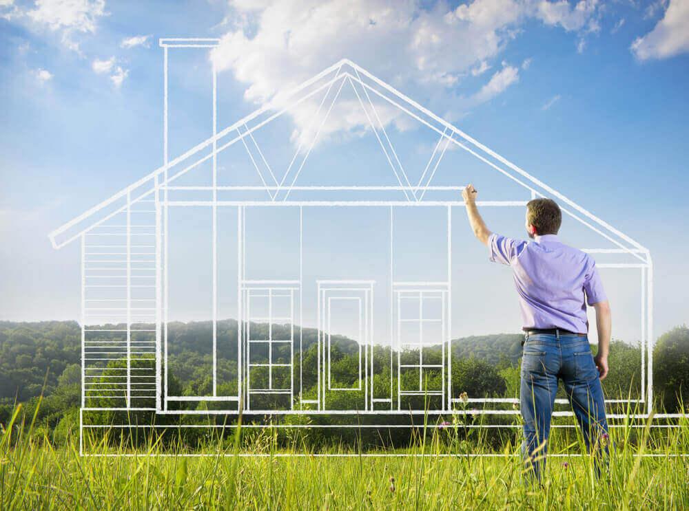 Man schetst een huis