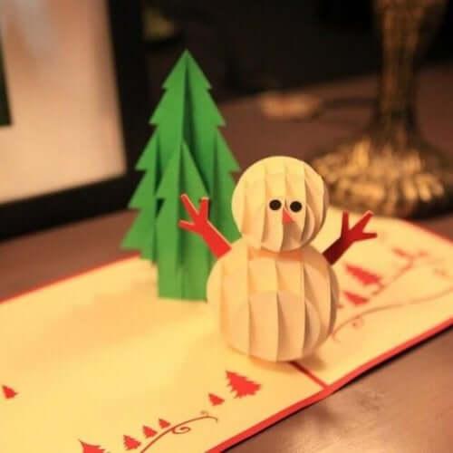Kerstboom en sneeuwpop van papier