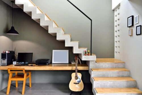7 ideeën voor het gebruik van de ruimte onder de trap